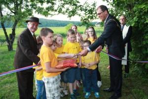 Župan s pomočjo krožkarjev prerezal slavnostni trak